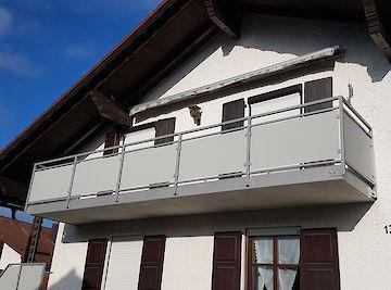 Balkongeländer Geländer mit Trespa-Füllung