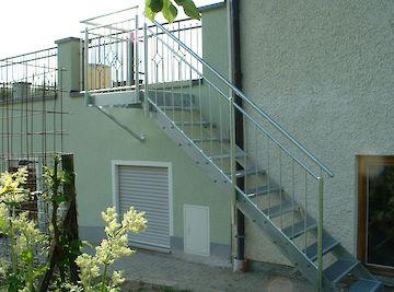 Treppen Treppen mit Geländer feuerverzinkt