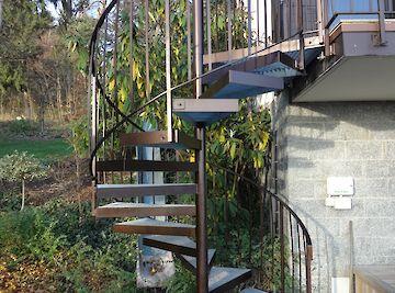 Treppen Treppe mit Gitterroststufen